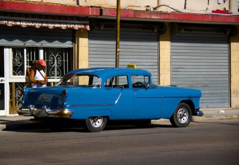 El color de los taxis en La Habana